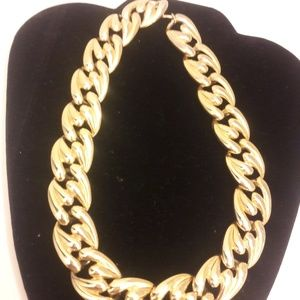 Vintage Chunky gold tone necklace